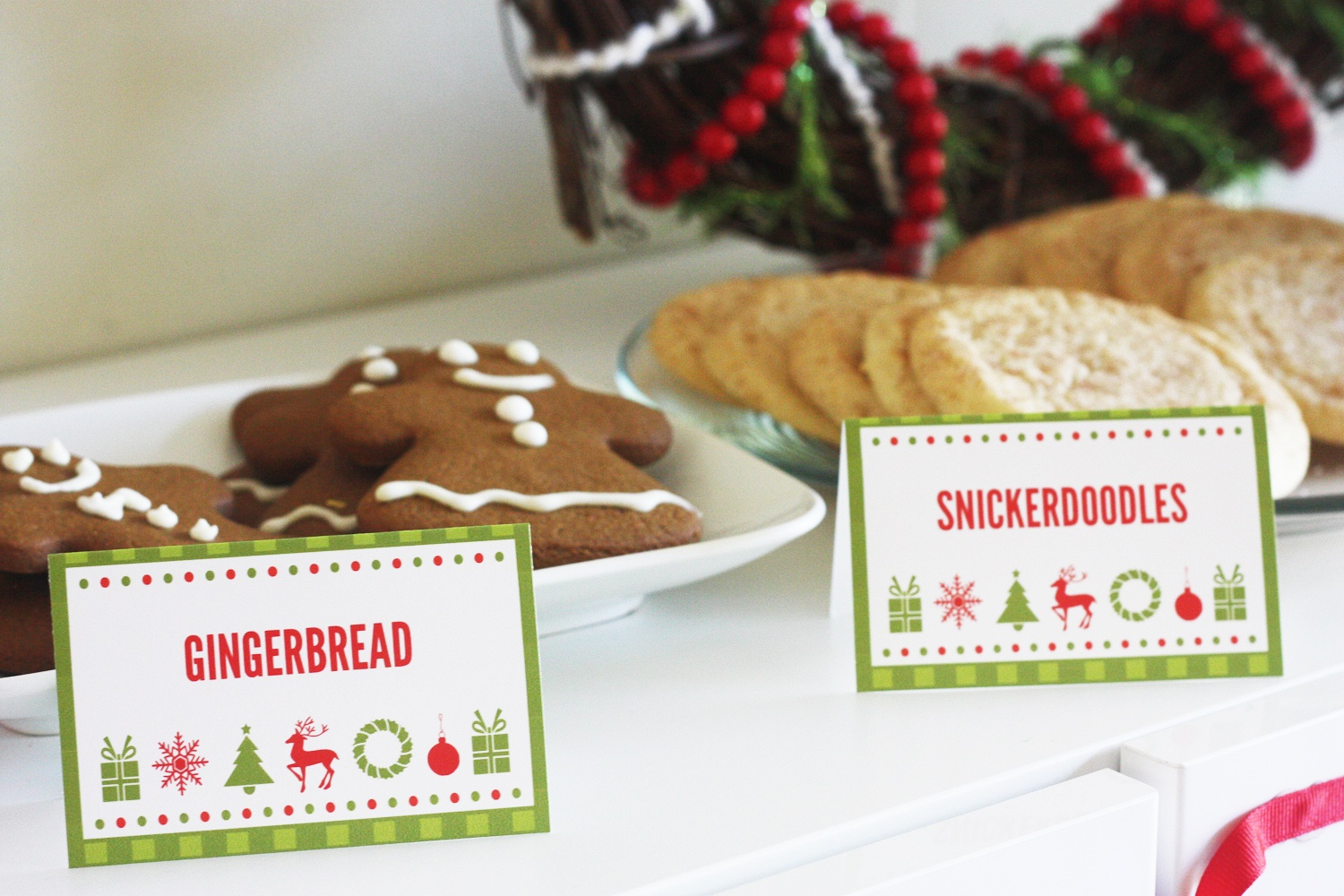 Free Cookies & Cocoa Christmas Printables | Catch My Party - Free Printable Christmas Tent Cards