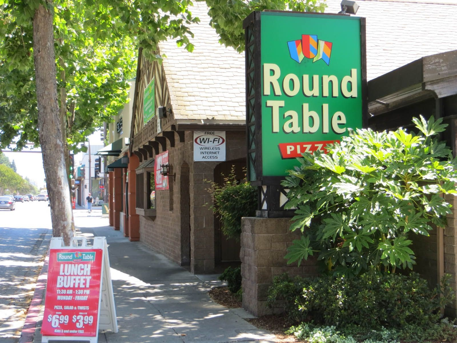 Get Coupons For The Very First Round Table Pizza Restaurant In Menlo - Free Printable Round Table Pizza Coupons
